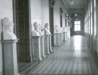 Fig. 3: Portrait gallery in the north wing of the main building until 1990.  © E. Pochmarski.